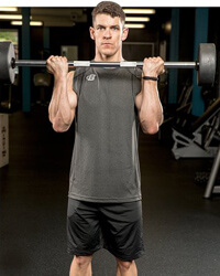 bicepszezés állva