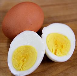tojás főzés és pucolás
