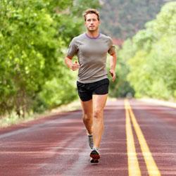 Gyors gyaloglás vagy futás a kar zsibbadás ellen